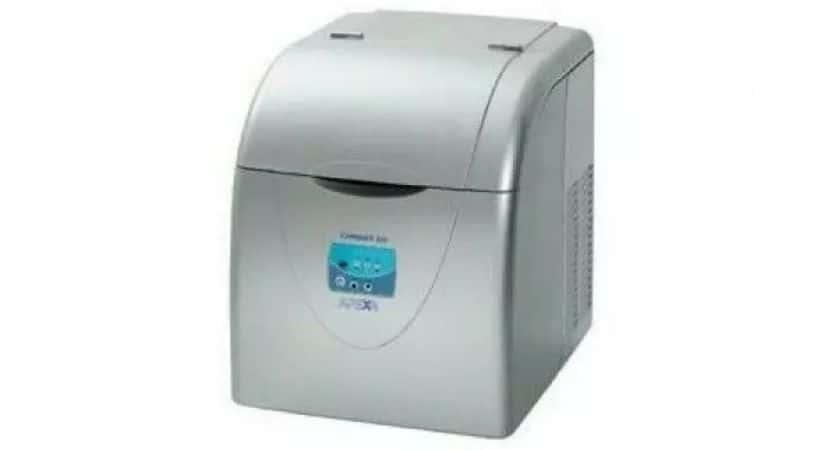 Isterningmaskine til hjemmebar