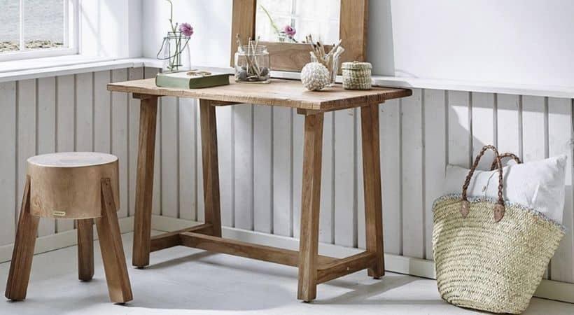 Råt & rustikt skrivebord i teak - Dansk design